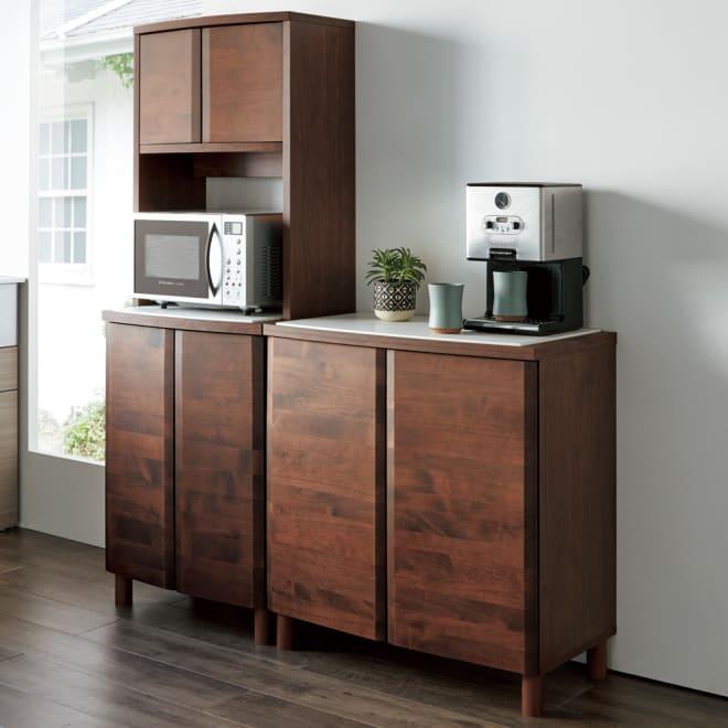 アルダー天然木アールデザインシリーズ キッチンボード 幅60cm 美しい曲線デザインとアルダー天然木のあたたかみあるキッチン収納。(イ)ダークブラウン