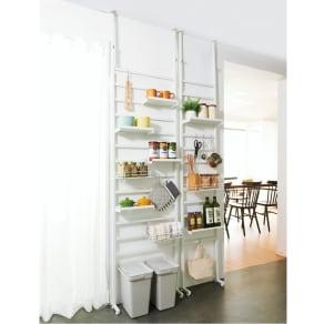 キッチンのデッドスペースを活用 突っ張り式収納ラック 幅63cm(本体58cm) 写真