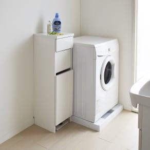 組立不要 洗濯カゴ付き2in1光沢サニタリー収納庫 ロータイプ 幅31cm 写真