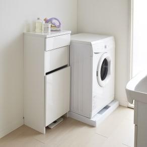 組立不要 洗濯カゴ付き2in1光沢サニタリー収納庫 ロータイプ 幅43.5cm 写真