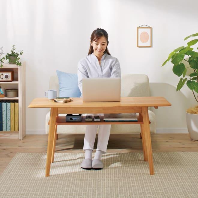 天然木伸長式センターテーブル 高さ60cm コーディネート例(ア)ナチュラル ※モデル身長:160cm