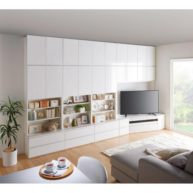 コーナーテレビ台壁面収納シリーズ 幅150cm TV台右壁設置用 コーディネート例(ア)ホワイト ※写真の天井高さ:240cm