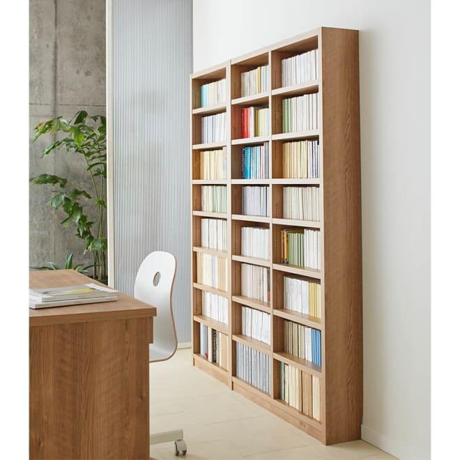 組立不要 天然木調棚板頑丈本棚 奥行19cm 奥行19cmの薄型書棚なので、書斎のデスク後ろにおいても導線をふさぎません。