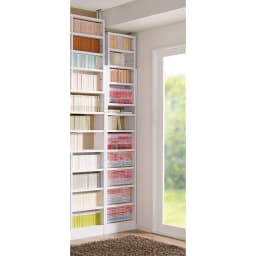 1台で壁いっぱいに本を収納!本好きのための壁面つっぱり本棚 幅オーダー(1cm単位) 本体幅30~45奥行17cm コーディネート例(イ)ホワイト(無地) ※写真は天井高さ230cm