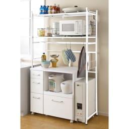 頑丈フレキシブル伸縮ラック 幅83~125cm (イ)ホワイト キッチンのカウンター上やチェスト上の空間を有効活用。幅が調整できるのに棚に隙間ができません。