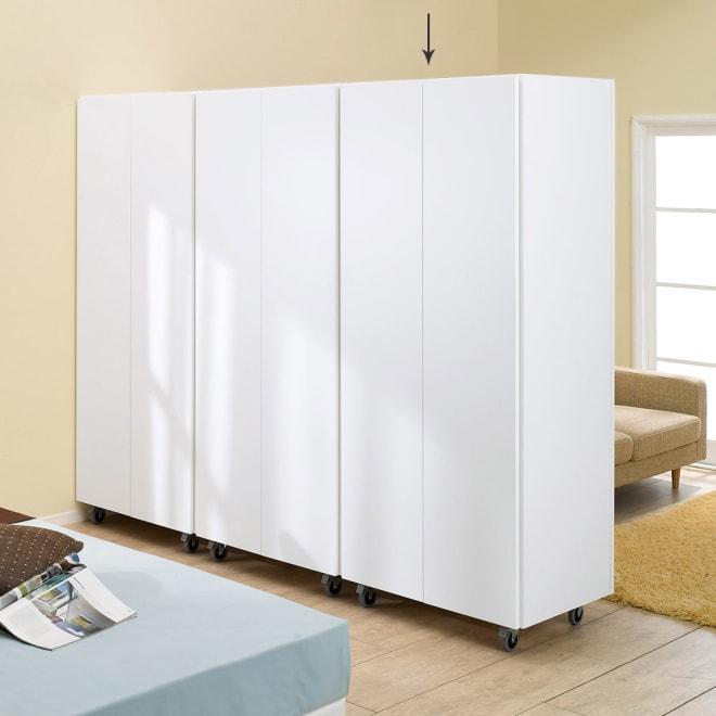 移動式間仕切りクローゼット 板扉タイプ・可動棚板4枚 広いLDKスペースを間仕切る。プライベートスペースを作る。子供部屋用に間仕切る。空間を仕切りながら、収納を増やすことができる人気のワードローブです。