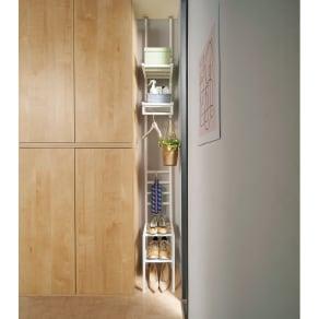 玄関のすき間を活用できる 突っ張りハンガーシューズラック 幅29.5cm 写真