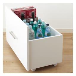 引き出して使える頑丈ワゴン付き キッチンストッカー 幅75cm ペットボトル・一升瓶 高さのあるペットボトルや一升瓶もすっきり収納可能。