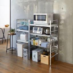 スタイリッシュなキッチン家電ラック ハイ 幅55.5cm 高さ182cm 色見本(イ)ホワイト 棚板とスライドテーブル、フレームも白です。 ※写真左からミドルタイプ幅55.5cm、ミドルタイプ幅75.5cm。