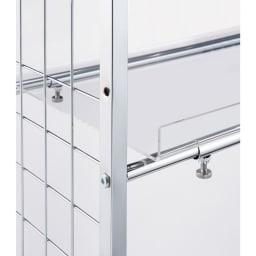 まるでホテル 透き通る棚板のスタイリッシュランドリーラック 棚2段・バスケット2個 棚板には収納物の落下を防ぐこぼれ止め付き。7cm間隔で高さが調節ができます。(棚板の幅は60cmです)