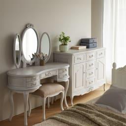 シャビーシック ホワイト フレンチ収納家具シリーズ ドレッサー ナチュラルテイストなお部屋にもぴったり。置くだけでクラシックな空間が完成します。