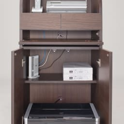 パーソナルリビングPCデスクキャビネット 幅85cm 天板上のコード収納ポケットから扉内にコードを通すことが可能。