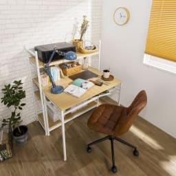 木目調シンプルパソコンデスク幅91cm奥行46cm コーディネート例(イ)ナチュラル・ホワイト ※お届けはデスク幅90cmのみです。