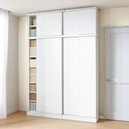 高さオーダー対応 頑丈棚板引き戸本棚 上置き奥行31.5cm 幅89.5cm高さ26~90cm(1cm単位) コーディネート例(イ)前面:ホワイト・本体:ホワイト ※お届けは上置きです。写真は(左から)幅89.5cm、幅75.5cmです。