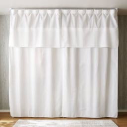 上下・左右カーテン付き ホワイトハンガーラック 引き出し付き・ロータイプ(幅170~238cm) カーテンを閉めれば洋服をスッキリと隠せて大切な衣類を守ります。左右のサイドカーテンも標準装備です。 ※写真はハイタイプです。