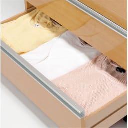 1台でスッキリ ハンガーラック 幅75cm Tシャツやセーターなどたたむ衣類は3杯の引き出しに収納できます。