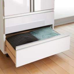 1台でスッキリハンガーラック 扉付き・幅59.5cm Tシャツやセーターなどたたむ衣類は2杯の引き出しに収納できます。