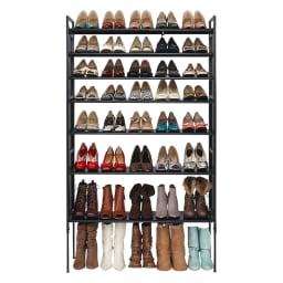 空間に美しく調和する伸縮自在木目調シューズラック 7段 棚が可動するので、丈の長いブーツや長靴も収納できます。