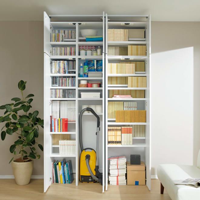 日用品もしまえる頑丈段違い書棚(本棚) 幅80cm 高さ180cm 掃除機や古新聞など日用品をしまいやすいつくり。(ア)ホワイト