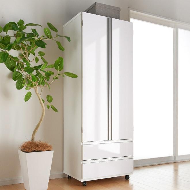 1台でスッキリハンガーラック 扉付き・幅59.5cm 扉を閉めれば生活感をきれいに目隠しできます。