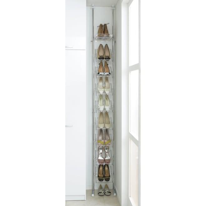 段差対応突っ張りアクリルシューズラック 1列タイプ 幅32cm 幅29.5cmだから玄関のわずかなすき間にも収まります。クローゼットのすきまにもぴったり。