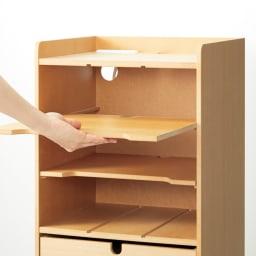 デスク上すっきりマルチワゴンシリーズ A4対応タイプ ノートPCなどの収納は棚板を横使いにして。収納するものにあわせて、縦にも横にも使える棚板でかしこく収納。