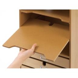 デスク上すっきりマルチワゴンシリーズ B4対応タイプ 棚板は奥に配線穴があります。