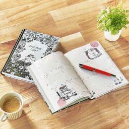 【ディノス限定販売】MOOMIN/ムーミン フルカラー5年日記(連用日記) 名入れあり 高級感のあるマットカバーの5年日記。A5サイズで持ち運びも収納もしやすい大きさです。