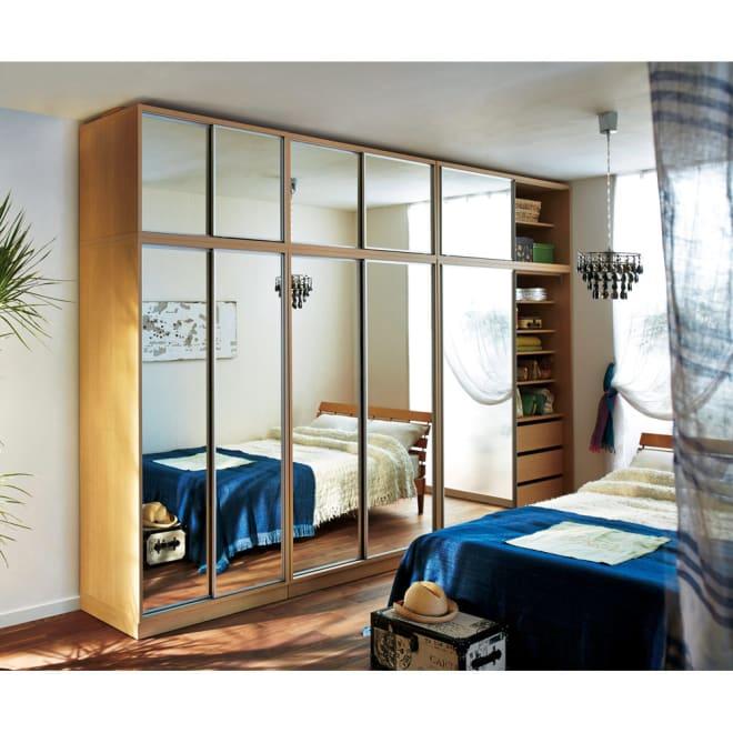 【日本製】引き戸式ワードミラー ハンガー棚タイプ 幅88cm ≪組合せ例≫(イ)前板:ミラー・本体:ナチュラル ※天井高さ240cm ※お届けはハンガー棚タイプ幅88cmです。