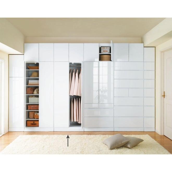 マンションの梁(ハリ)も考慮した壁面ワードローブシリーズ ハンガー2 段 幅77.5cm高さ180cm ※天井高さ250cmで撮影しています。(画像A)