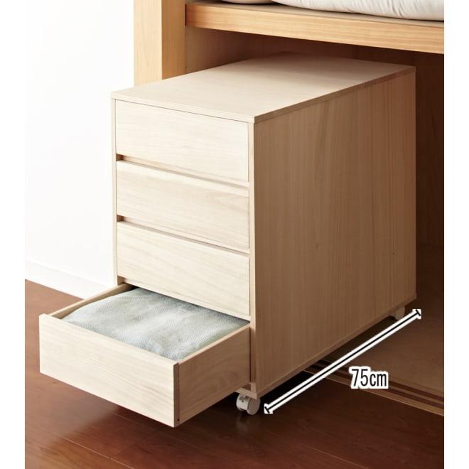 【日本製】キャスター付き総桐押し入れタンス 4段 幅44奥行75cm 奥行75cmで押入れに収納できます。