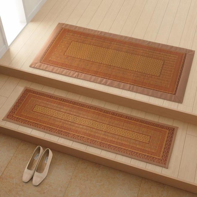 紋織りい草〈ランクス〉 マット(裏・ウレタン) コーディネート例(イ)ベージュ系 玄関・上がりかまちに。 ※写真は(上)約60×120cmタイプ(下)約35×120cmタイプです。