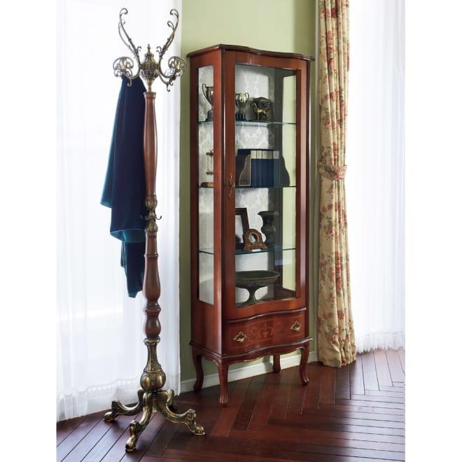 イタリア製象がんシリーズ ガラスキャビネット 高さ170cm 自慢のコレクションを一層美しくディスプレイできる、イタリア製のガラス収納棚です。 ※お届けはコレクションキャビネットです。