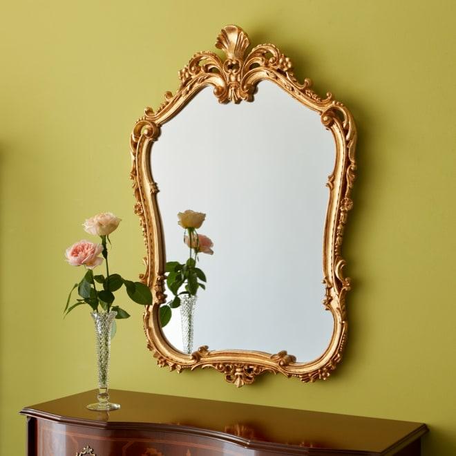 イタリア製 壁掛け式 ゴールドミラー 壁にかけるだけでインテリアに華やぎを添えるイタリアデザインのミラー。