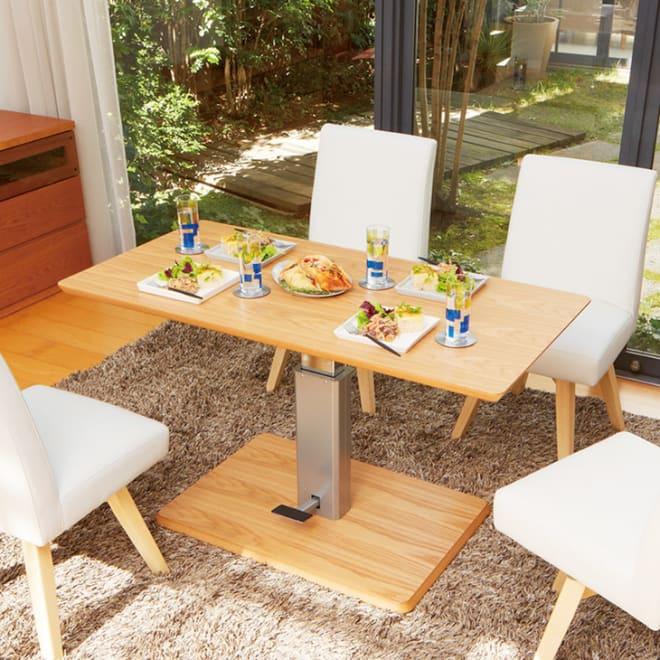 移動がしやすい!キャスター付き昇降式テーブル幅120 ≪高さ70cm時≫ 天板の高さを上げればダイニングテーブルとしても使えます。 ※お届けはテーブルのみです。