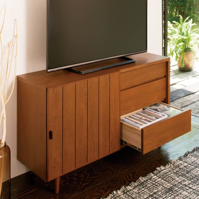 ヴィンテージ調テレビ台 ハイタイプ・幅120cm コーディネート例(イ)ダークブラウン ダークブラウンは和モダンテイストで和室にも合います。