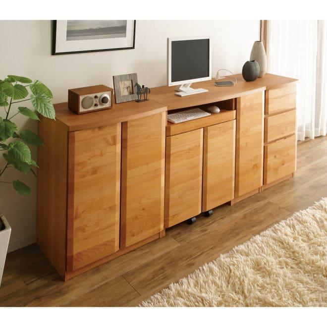 アルダー天然木アールデザイン収納シリーズ PCキャビネットデスク・幅90cm コーディネート例(ア)ナチュラル ※お届けはPCキャビネットデスク・幅90cmです。