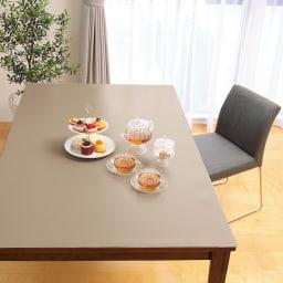 本革調テーブルマット 幅120cm(オーダーカット) (イ)グレイッシュブラウン 輪ジミや食べこぼしを気にせず楽しめます。