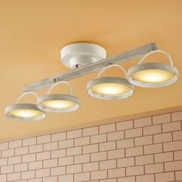 木製LEDシーリングライト (ウ)アンティークホワイト 一列に並べて。