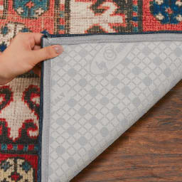 イタリア製ペルシャ絨毯風ヴィンテージプリントラグ〈オリエンテ〉 ブルー 滑りにくい加工 裏面には滑りにくい加工が施してありますので、ズレや滑りを防ぎます。