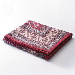 イタリア製ペルシャ絨毯風ヴィンテージプリントラグ〈オリエンテ〉 ブルー 収納にも便利 持ち運びや使わない時に収納がしやすいよう、折りたたむことができます。