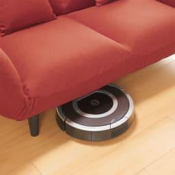 省スペースで使えるひとりじめソファ 高さ13cmの脚部は、お掃除ロボットも入ります。