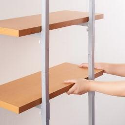【日本製】棚板を無段階に調整できる突っ張りモダンラック 幅59.5cm・6段 組立手順2, 支柱のお好きな位置に棚板を取り付けます。