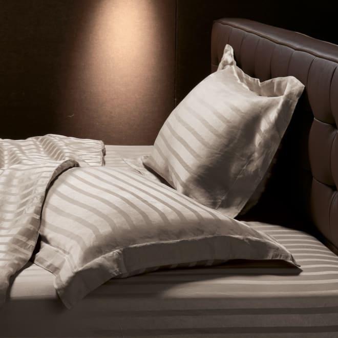 オールシルクシリーズ サテン織りシーツ&カバー グレージュ ピローケース 普通判 光沢が魅力のサテン織りでシルクの輝きをひときわ美しく。ご自宅で洗えます。 (新色グレージュ) ※お届けはピローケースのみ