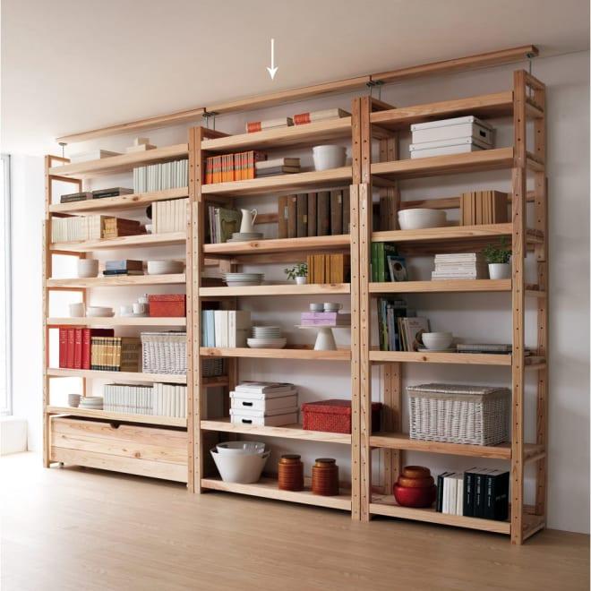 国産杉の無垢材キッチン収納 壁面突っ張りラック 幅119cm奥行38cm パントリーとしてキッチンストッカーにも。リビングルームの本棚(書棚)としてもOK。