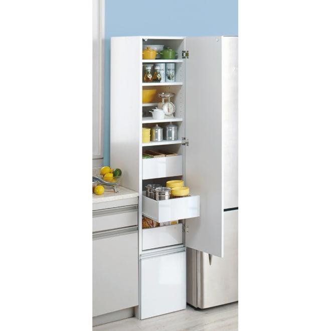 幅と高さが選べる3WAYキッチン隙間収納ストッカー ハイタイプ(高さ180cm)幅35cm (右開き設定時) キッチン収納をもっと便利にする3通りの機能を持ったすき間収納です。