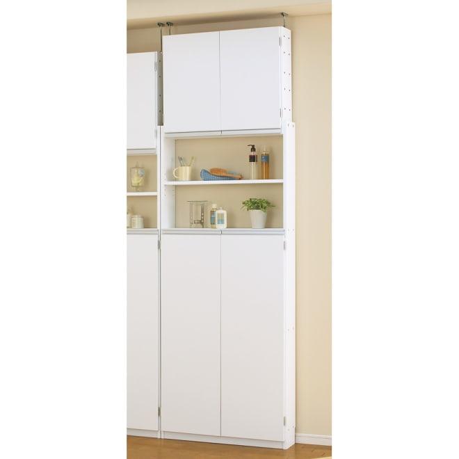 薄型で省スペースキッチン突っ張り収納庫 扉タイプ 幅75cm・奥行19cm せまいキッチンのスペースだから活かせる薄型キッチンラック。 キッチン用品、調味料などの細々したものはもちろん、 食材のストックや小さいな食器などの収納も。