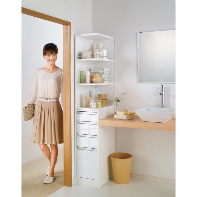 取り出しやすい2面オープンすき間収納庫 奥行44.5cm・幅20cm ※写真は幅30cmタイプです。