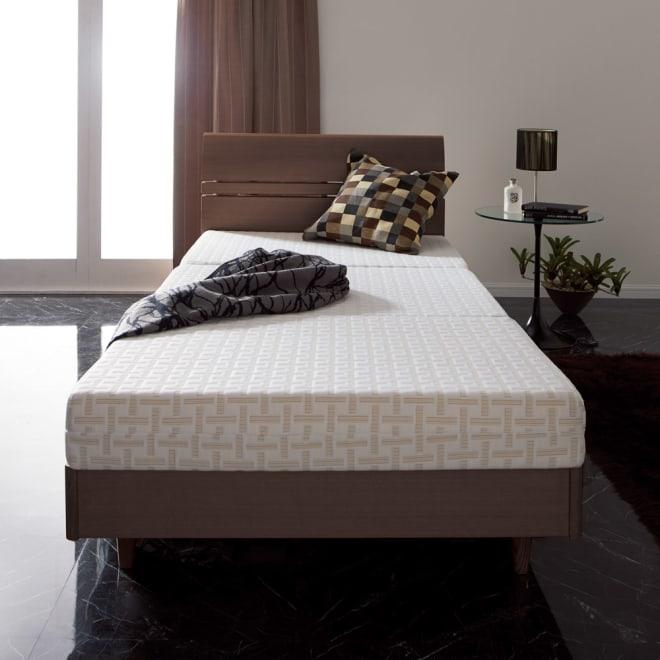 Afitマットレスシリーズ 3つ折りマットレス ダブル ベッドユースにリッチな寝心地を。折り畳めるので、使わない時は収納も可能。