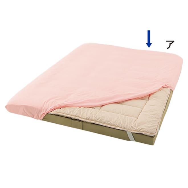 綿100%なのにシワになりにくい マチ付きシーツ ファミリーサイズ(抗菌コンパクト&ワイド ファミリー布団用) 四隅をくるっとかけるだけ。 大きなサイズでも簡単着脱!